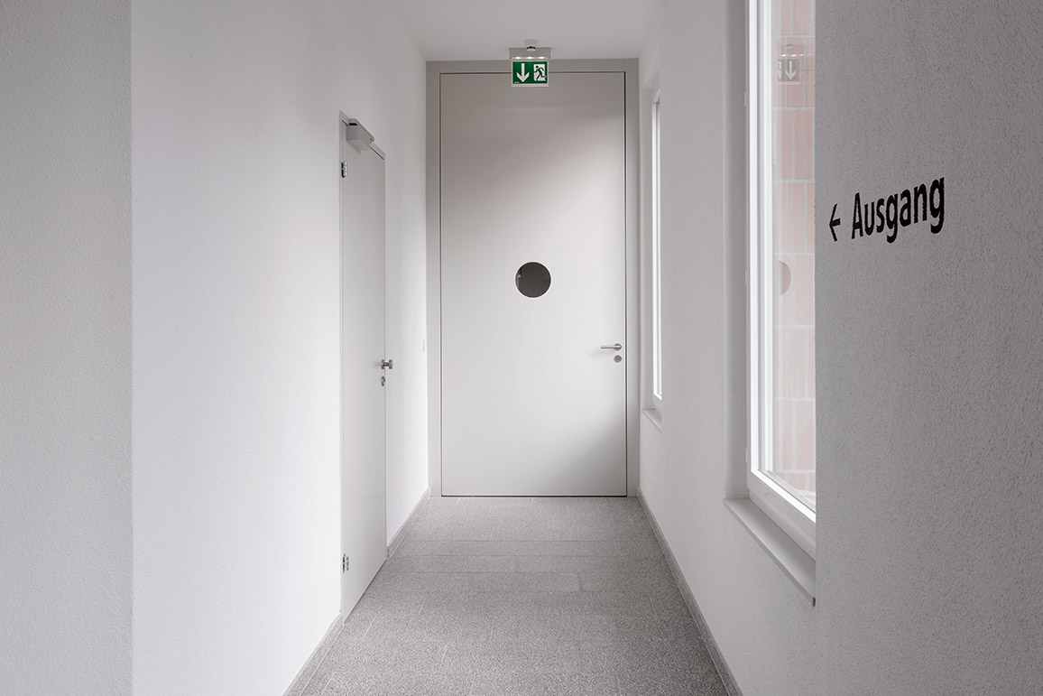 sicherheitst ren frank t ren ag. Black Bedroom Furniture Sets. Home Design Ideas