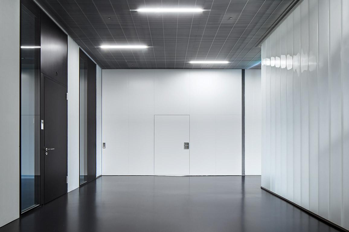 Porte Coulissante EI30 Dans Le Mur De Très Grande Dimension à Hauteur  Du0027étage,